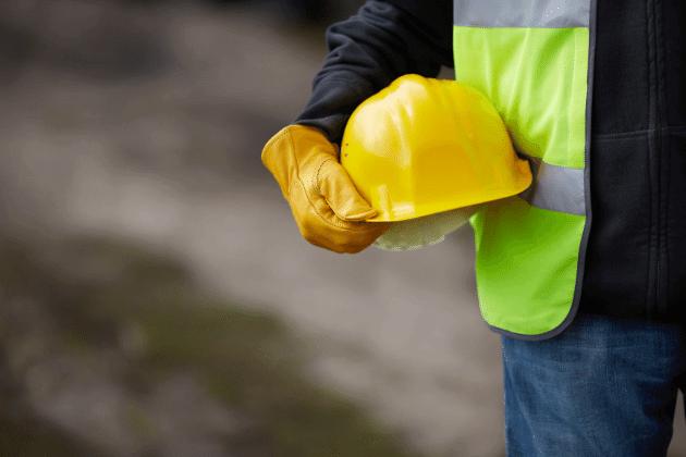Pracownik produkcji betonu